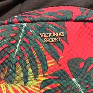 Tropical Victoria's Secret makeup bag 🌴